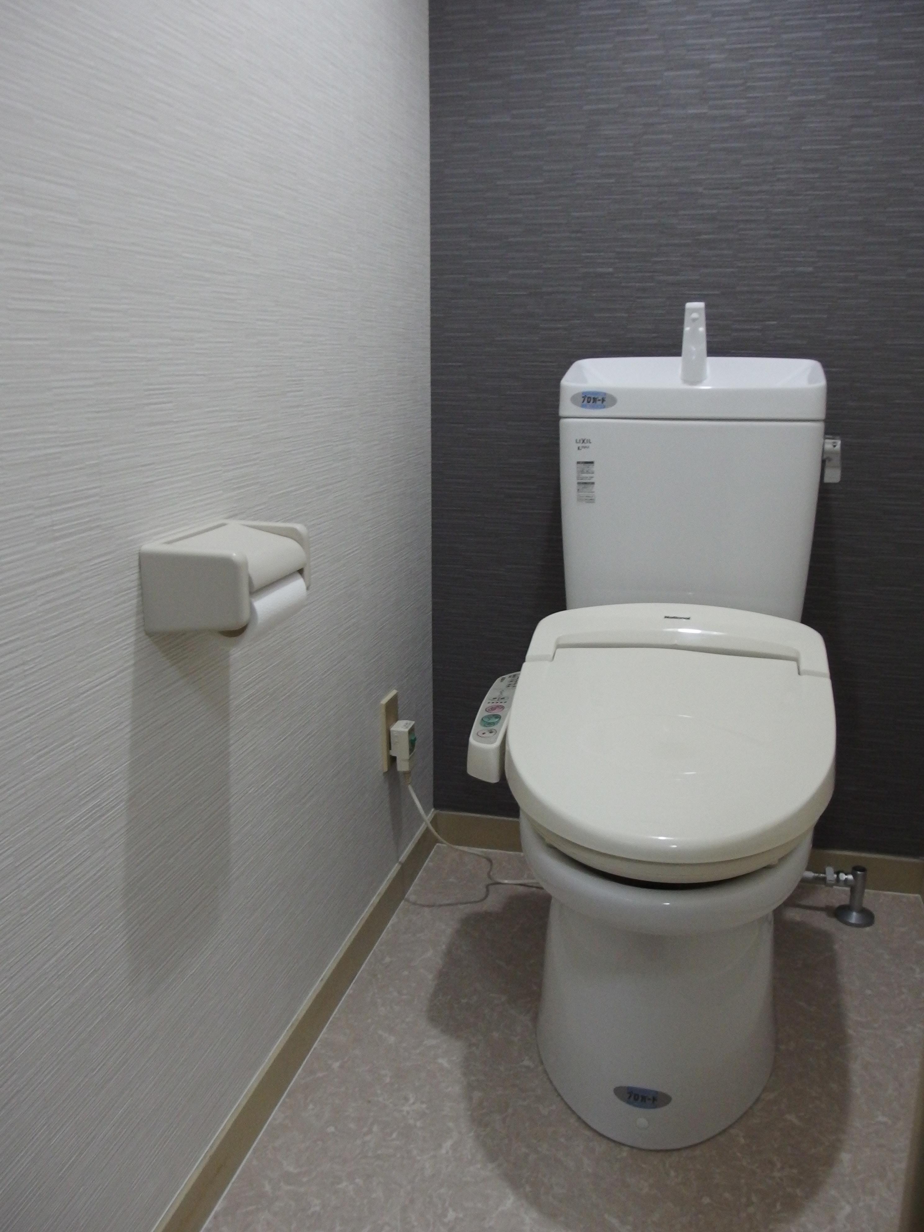 おしゃれトイレ第6弾 シンプルな壁紙の組合せ トイレリフォーム専門店